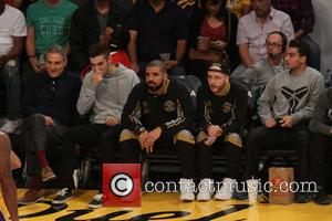 Drake - Celebrities watch the LA Lakers play The Toronto Raptors at the Staples Center at Staples Center - Los...