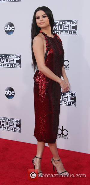 Selena Gomez - American Music Awards 2015 - Arrivals held at Microsoft Theatre at Microsoft Theater, American Music Awards -...