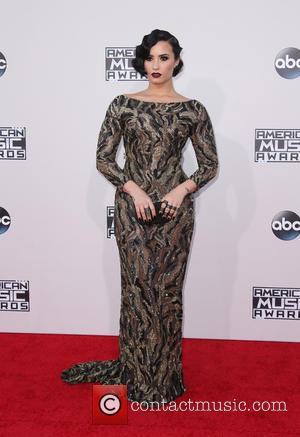 Demi Lovato - The 2015 American Music Awards (AMAs) - Arrivals at Microsoft Theater, American Music Awards - Los Angeles,...