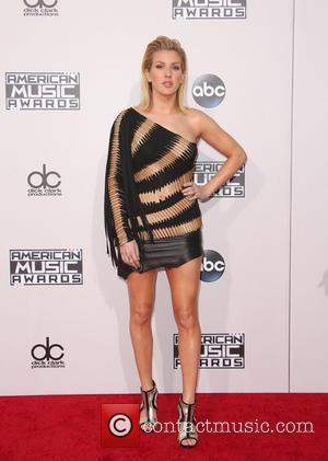 Ellie Goulding - The 2015 American Music Awards (AMAs) - Arrivals at Microsoft Theater, American Music Awards - Los Angeles,...