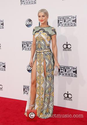 Julianne Hough - 2015 American Music Awards (AMAs) - Arrivals at Microsoft Theater, American Music Awards - Los Angeles, California,...