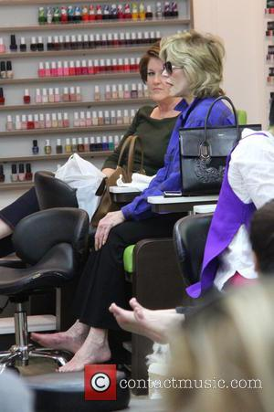 Jane Fonda - Jane Fonda has her feet soaked before having a pedicure and manicure at a nail salon in...