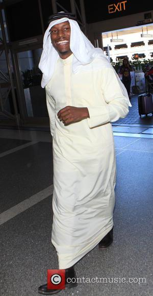 Tyrese Gibson - Tyrese Gibson wearing a thawb departs on a flight from Los Angeles International Airport (LAX) - Los...