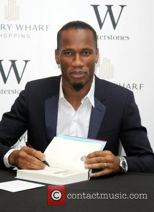 Didier Drogba - Didier Drogba signs copies of his autobiography 'Commitment' at Waterstones in Canary Wharf at Canary Wharf -...