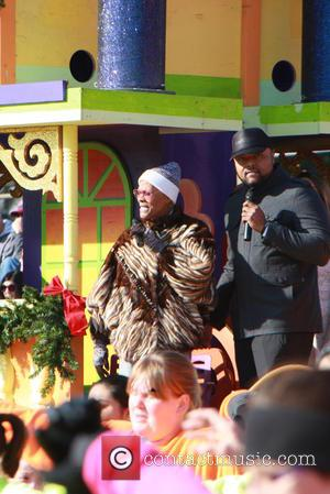 Dionne Warwick - Dionne Warwick sings at Philadelphia's Thanksgiving Day parade - Philadelphia, Pennsylvania, United States - Thursday 26th November...