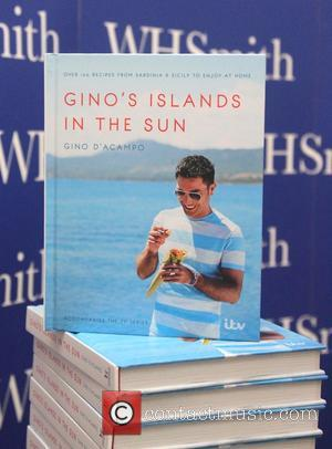 Gino D'Acampo - Celebrity chef Gino D'Acampo signs copies of his latest cook book 'Gino's Islands In The Sun' at...