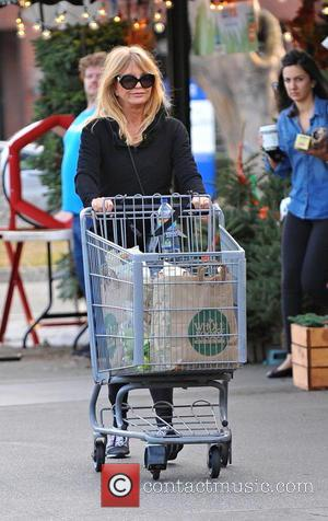 Goldie Hawn - Goldie Hawn and Kurt Russell go grocery shopping together in Brentwood - Brentwood, California, United States -...