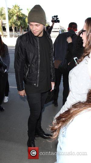 Luke Hemmings - 5 Seconds Of Summer band members departs on a flight from Los Angeles International Airport (LAX) -...
