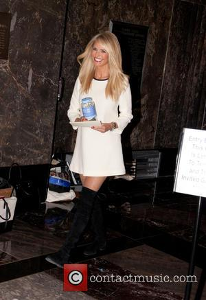 Christie Brinkley - Christie Brinkley at The Empire State Building to celebrate the 'Give A Smile, Get A Smile' Launch...