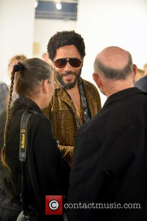 Lenny Kravitz Has Keepsakes Shrine In Paris Bedroom