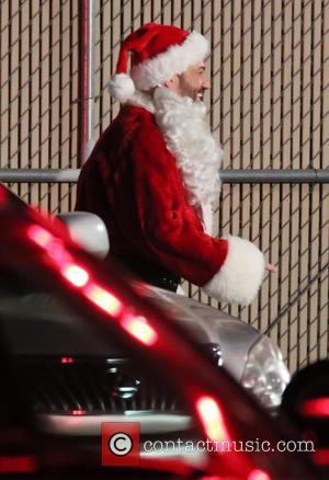 Jimmy Kimmel - Matt Damon meets up with Jimmy Kimmel dressed as Santa Claus outside the Jimmy Kimmel Live! studio...