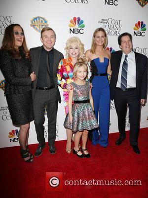 Pamela K. Lang, Ricky Schroder, Dolly Parton, Alyvia Alyn Lind and Jennifer Nettles