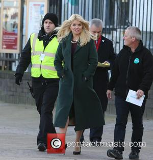 Holly Willoughby , Eamonn Holmes - Holly Willoughby and Eamonn Holmes filming on the south bank outside ITV Studios -...