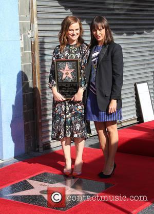 Amy Poehler Honoured By Rashida Jones At Star Ceremony