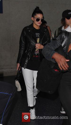 Kylie Jenner - Kylie Jenner arrives at Los Angeles International Airport - Los Angeles, California, United States - Monday 7th...