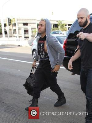 Pete Wentz - Pete Wentz arrives at Los Angeles International Airport - Los Angeles, California, United States - Monday 7th...