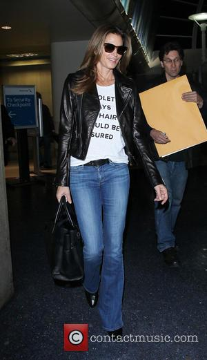 Cindy Crawford - Cindy Crawford arrives at Los Angeles International Airport (LAX) - Lax, California, United States - Friday 11th...