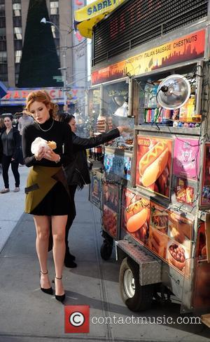 Bella Thorne - Bella Thorne at a New York Hotdog Truck - Manhattan, New York, United States - Tuesday 15th...