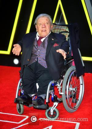 R2-D2 Actor Kenny Baker Laid To Rest
