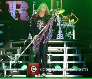 Vocal Problems Forced Joe Elliott To Sit Out Def Leppard Cruise Performances