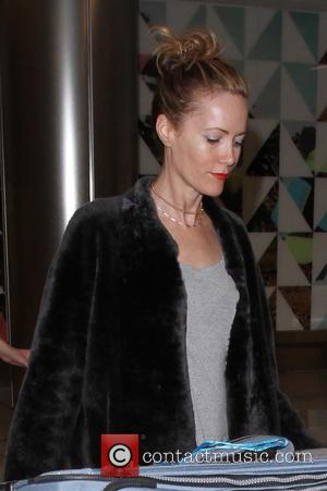 Leslie Mann - Actress Leslie Mann arrives on a flight to Los Angeles International Airport (LAX) with her hair tied...