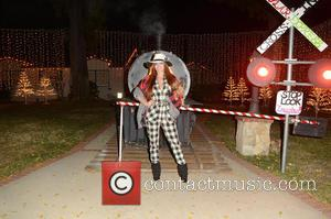 Phoebe Price - Phoebe Price and Alicia Arden visit Candy Cane Lane in Woodland Hills to see all the Christmas...