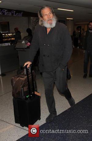Jeff Bridges - Jeff Bridges arrives on a flight to Los Angeles International Airport (LAX) - Lax, California, United States...