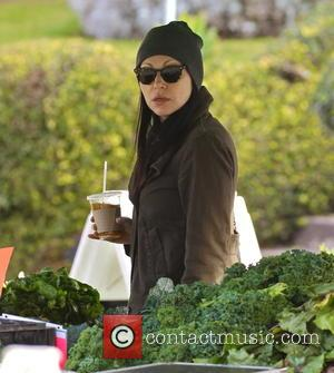 Laura Prepon - Laura Prepon shops for fresh produce at the Venice Beach Farmers Market. The 'Orange Is the New...