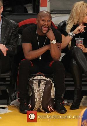 Floyd Mayweather Jr. - Celebrities watch the Los Angeles Lakers play The Golden State Warriors at Staples Center - Los...