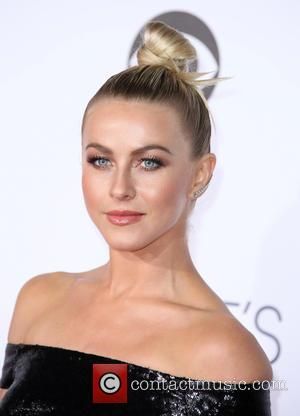 Julianne Hough - People's Choice Awards 2016 held at the Microsoft Theatre L.A. Live - Arrivals at Microsoft Theater, People's...