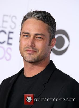 Taylor Kinney - People's Choice Awards 2016 held at the Microsoft Theatre L.A. Live - Arrivals at Microsoft Theater, People's...