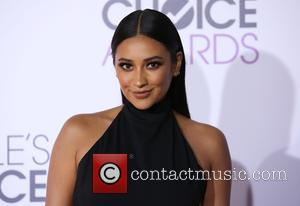 Shay Mitchell - People's Choice Awards 2016 held at the Microsoft Theatre L.A. Live - Arrivals at Microsoft Theatre L.A....