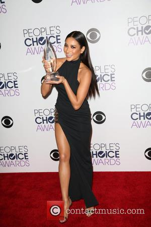 Shay Mitchell - People's Choice Awards 2016 held at Microsoft Theatre L.A. Live. - Press Room at Microsoft Theatre L.A....