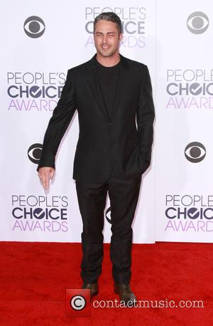 Taylor Kinney - People's Choice Awards 2016 held at the Microsoft Theatre L.A. Live - Arrivals at Microsoft Theatre L.A....