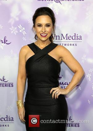 Lacey Chabert Recovering From Broken Foot
