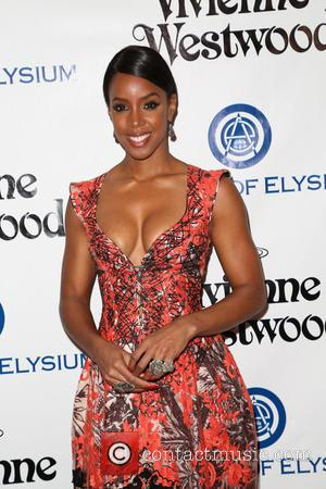 Kelly Rowland Swears By Coconut Oil To Ease Eczema Rashes