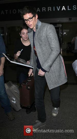 Eddie Redmayne - Eddie Redmayne arrives on a flight to Los Angeles International Airport (LAX) - Los Angeles, California, United...