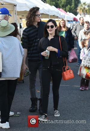 Isabelle Fuhrman - Isabelle Fuhrman and her boyfriend go to the Studio City Farmers' Market - Los Angeles, California, United...
