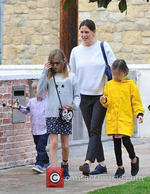 Jennifer Garner, Samuel Garner Affleck, Violet Affleck , Seraphina Rose Affleck - Jennifer Garner out and about in Brentwood with...