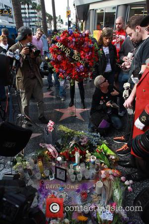 David Bowie, Memorial, The Hollywood Walk and Fame
