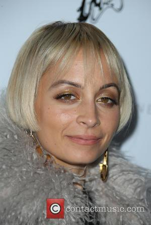 Nicole Richie helps her daughter Harlow with her homework at Menchie's ...