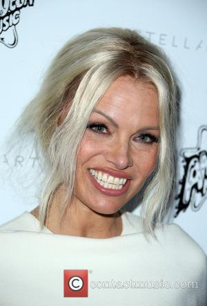 Pamela Anderson Urges French Politicians To Ban Foie Gras