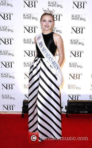 Olivia Newton John, Lauren Watson and 2015 Miss Nevada Teen