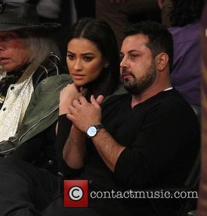 Shay Mitchell - Celebrities watch the NBA basketball between Chicago Bulls and Los Angeles Lakers at the Staples Center ....