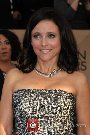 Julia Louis-dreyfus Dedicates Emmys Win To Late Father