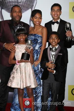 Anthony Anderson, Yara Shahidi, Marcus Scribner (back), Miles Brown and Marsai Martin (front)