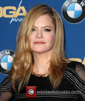 Jennifer Jason Leigh: 'Kurt Russell Felt Terrible After Smashing Guitar'