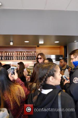 Caitlyn Jenner - Caitlyn Jenner visits a Starbucks in New York - Manhattan, New York, United States - Wednesday 10th...