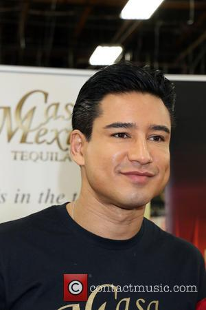Mario Lopez - Mario Lopez signs bottles of Casa Mexico Tequila at Lee's Liquor - Las Vegas, Nevada, United States...