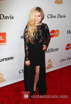 Avril Lavigne Plans Album Comeback For 2017